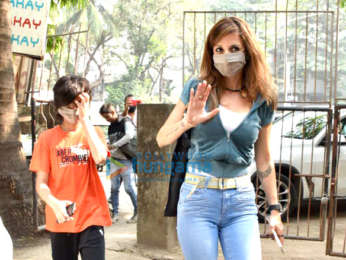 Photos: Sussanne Khan and Farah Khan snapped at a salon in Juhu