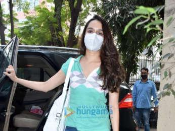 Photos: Shraddha Kapoor, Avneet Kaur and Farah Khan snapped at Kromakay salon in Juhu