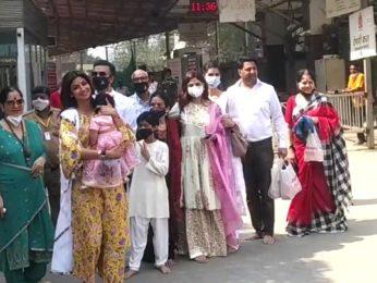 Shilpa Shetty & family visit Siddhivinayak Temple for Samisha's first birthday