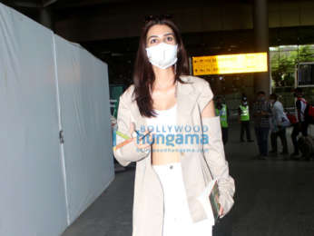 Photos: Kriti Sanon, Sonnalli Seygall and others snapped at the airport