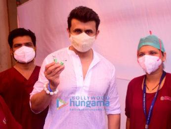 Photos: Sonu Nigam snapped at a vaccination drive at Chembur's Basant Park
