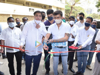 Photos: Sonu Nigam snapped at blood donation camp in Juhu