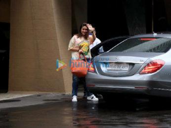 Photos: Armaan Jain and Kareena Kapoor Khan snapped at Karisma Kapoor's birthday bash