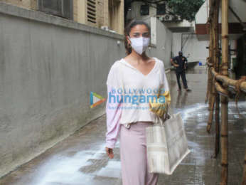 Photos: Alia Bhatt spotted at Dharma Productions office in Khar