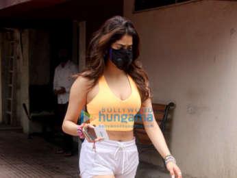 Photos: Janhvi Kapoor and Dhvani Bhanushali spotted at the gym