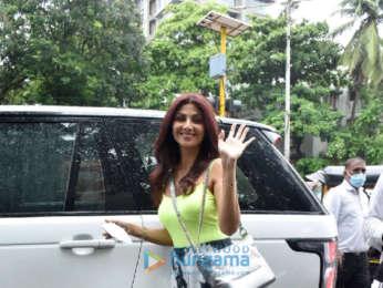 Photos: Shilpa Shetty snapped at a salon in Juhu