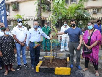 Photos: Sonu Nigam, Niharica Raizada snapped at BMC's 'Be A Tree Parent' MEGA Vriksha campaign